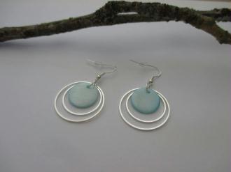 Kit de boucles d'oreilles anneaux argentés et sequin bleu