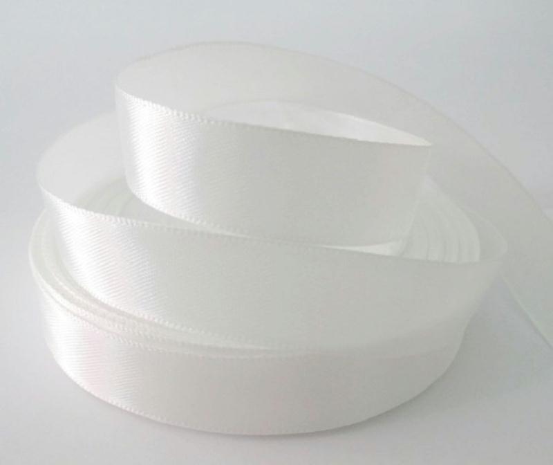 1 bobine ruban satin couleur blanc cass 16mm ruban satin creavea. Black Bedroom Furniture Sets. Home Design Ideas