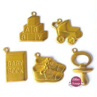 5 Charms métal doré bébé - landau, tétine, livre, cube et chaussons