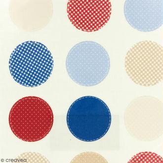 Tissu Fryett's Toile cirée - Ronds bleus, rouges, beiges - Fond clair - Par 10 cm (sur mesure)