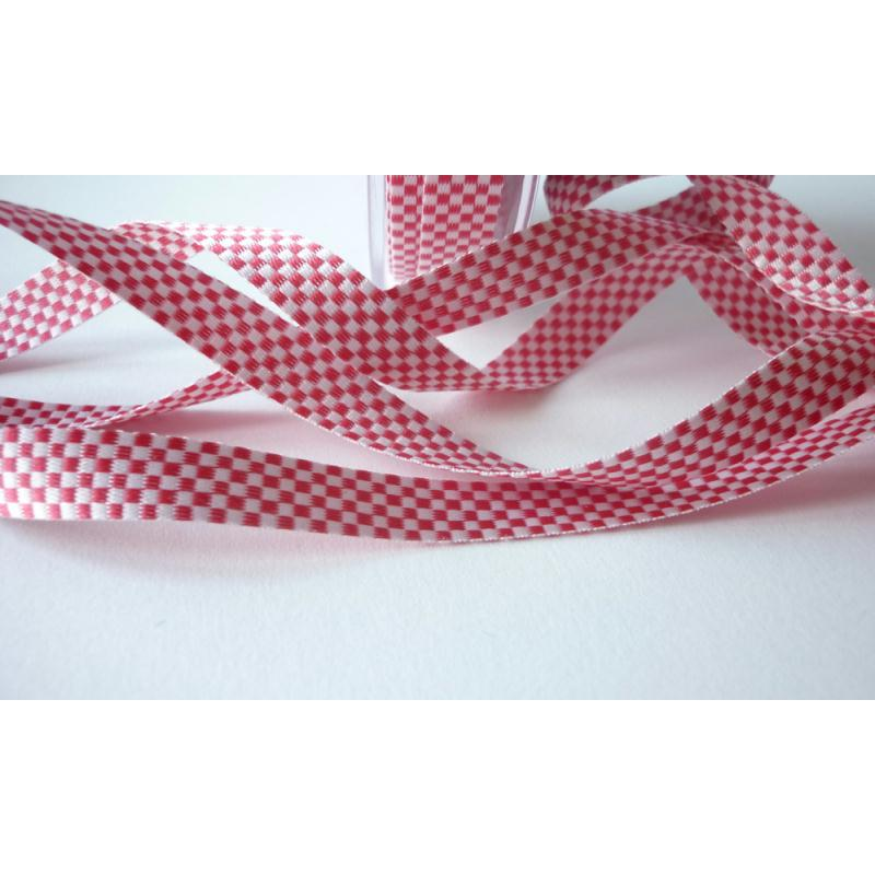 ruban tiss rouge et blanc damier 2 x 2 mm 10 mm au m tre ruban satin creavea. Black Bedroom Furniture Sets. Home Design Ideas