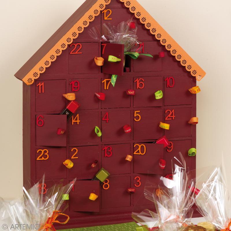 calendrier de l 39 avent en bois maison 44 5 cm. Black Bedroom Furniture Sets. Home Design Ideas