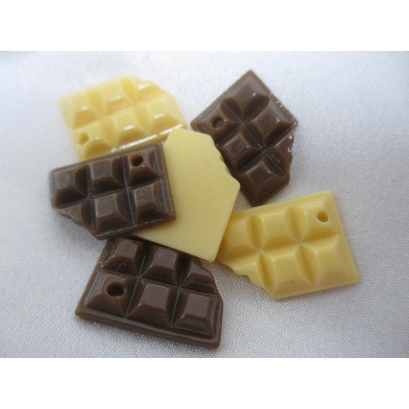 lot de 6 breloques en r sine tablette de chocolat croqu e bi ton 3 cremes 3 chocolats. Black Bedroom Furniture Sets. Home Design Ideas