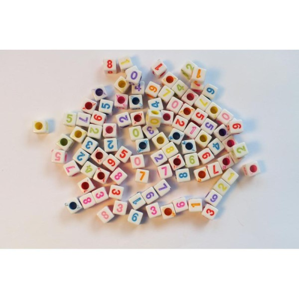 LOT 100 PERLES CUBES BLANCHES : chiffres multicolores 7mm - Photo n°1