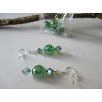 Kit boucles d'oreilles perles en verre electroplate verte