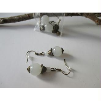 Kit boucles perle imitation jade blanche et apprêt bronze