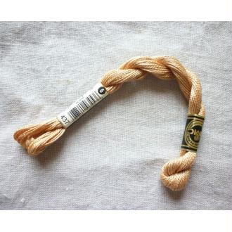 Coton perlé n°5 beige DMC col 437