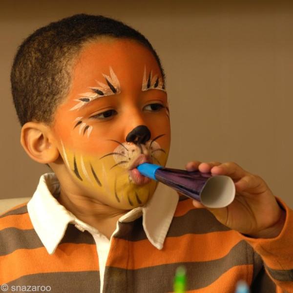 Maquillage Carnaval Fard Bleu Vif - visage et corps - 18 ml - Photo n°6