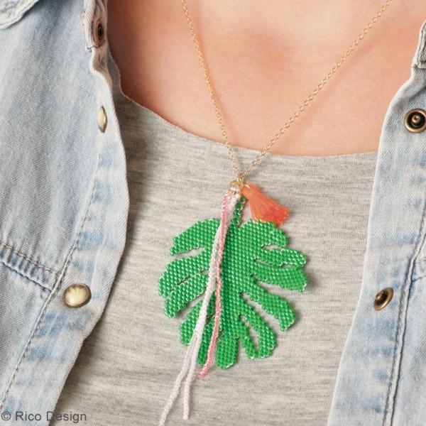 Kit brick stitch - Pendentif Feuille tropicale à pompon - Photo n°2