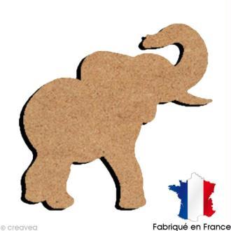 Eléphant avec trompe en l'air en bois 15 cm