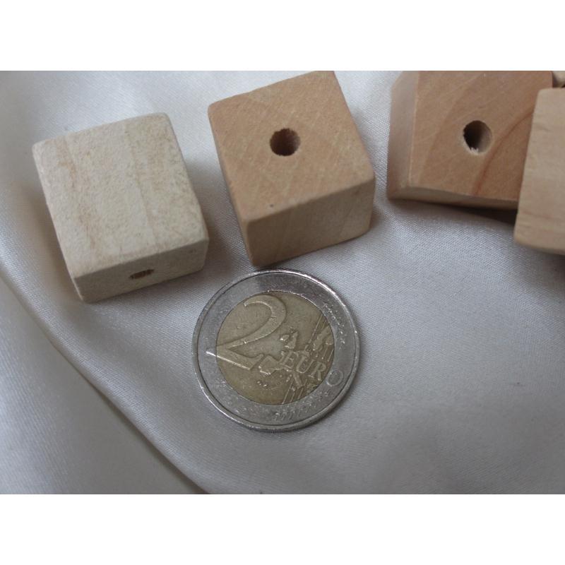 lot de 10 perles bois naturel cubiques 20mm perles bois. Black Bedroom Furniture Sets. Home Design Ideas