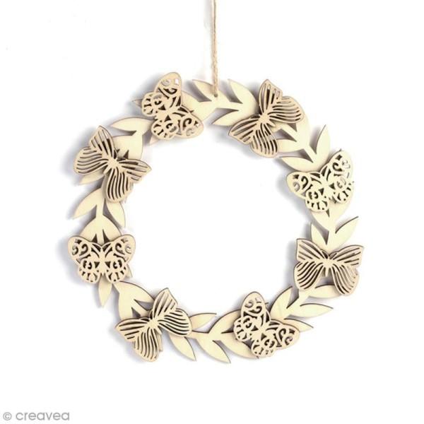 Forme en bois à suspendre - Couronne de papillons - 22 x 22 cm - Photo n°1