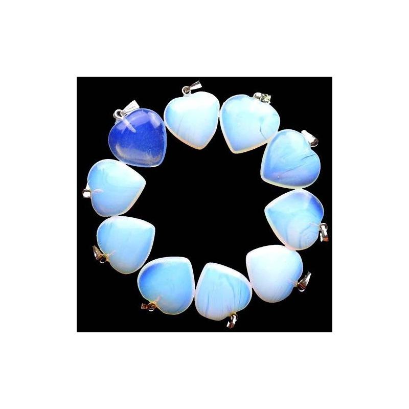 1 joli pendentif en opale blanche breloque amour creavea for Amoure de cuisine chez soulef