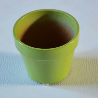 Mini pot en terre vert.  hauteur 3.5 cm diamètre 3.5 cm  - vendus à l'unité