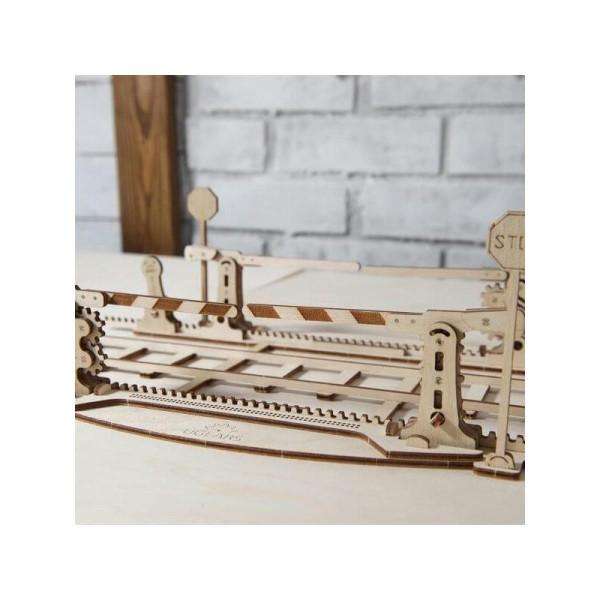 Rails + Passage à niveau – Puzzle 3d Mécanique en bois – Ugears France - Photo n°2