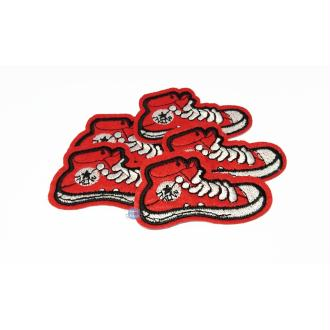 Ecusson brodé basket rouge chaussure montante patch thermocollant 6,5 cm