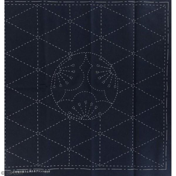 Coupon de tissu Bleu Sashiko pré-imprimé - Musubi Kikko (motifs hexagonaux) et fleurs - 31 x 31 cm - Photo n°2