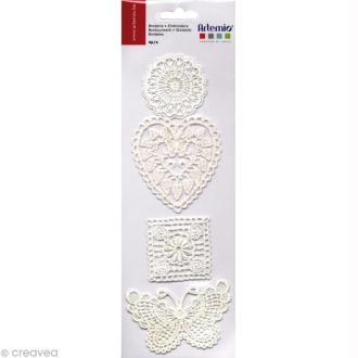 Formes au crochet - 4 motifs brodés