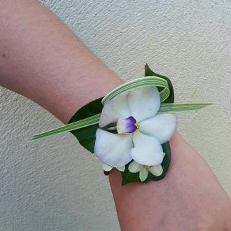 Bracelet flexible Wrap Oasis argenté. Longueur 22 cm, largeur 2.5 cm. Vendu à l'unité
