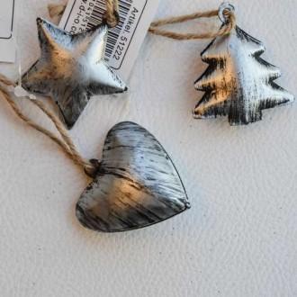 Décoration de Noël en zinc. Dim. 4 à 4.5 cm - Vendus par 3 : 1 de chaque