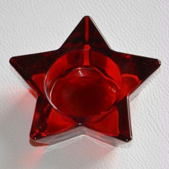 Bougeoir rouge en étoile. Vendu à l'unité.