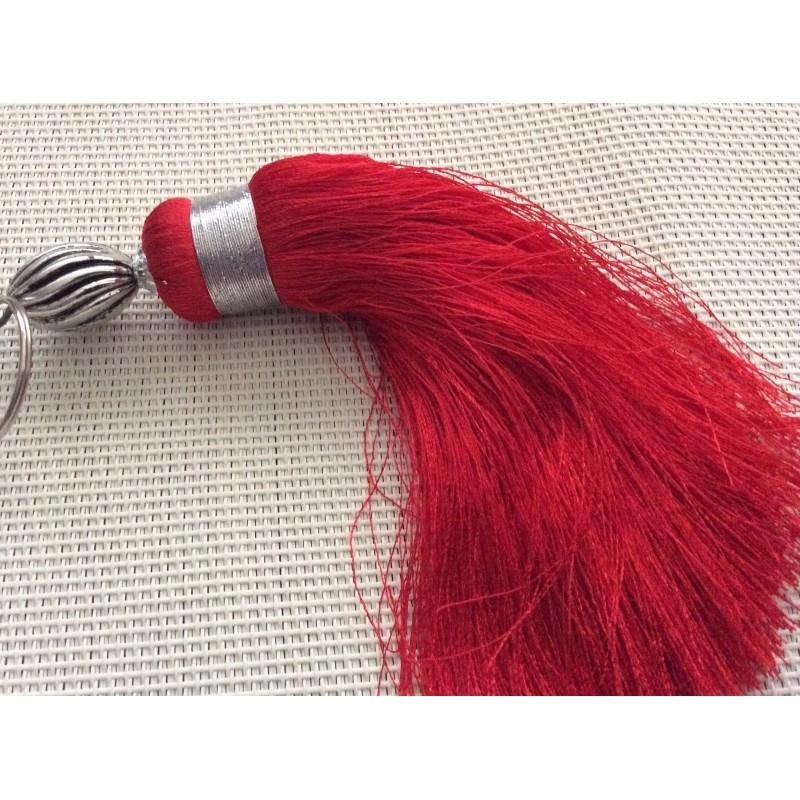 Grand pompon en soie rouge pendentif pompon creavea for Grand interieur rouge