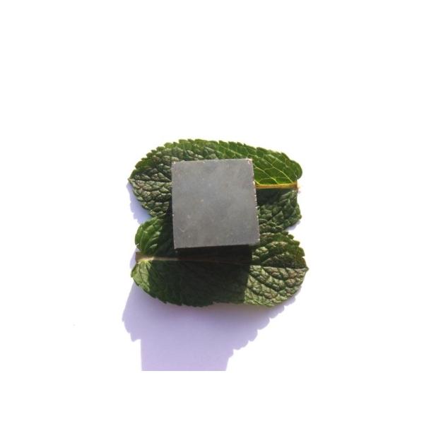 Pyrite brute : Pierre rectangulaire 1,9 CM x 2 CM x 1,5 CM environ - Photo n°2