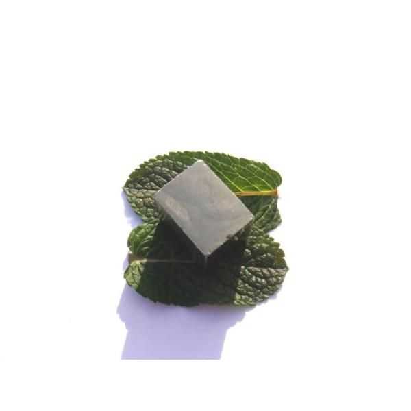 Pyrite brute : Pierre rectangulaire 1,9 CM x 2 CM x 1,5 CM environ - Photo n°3