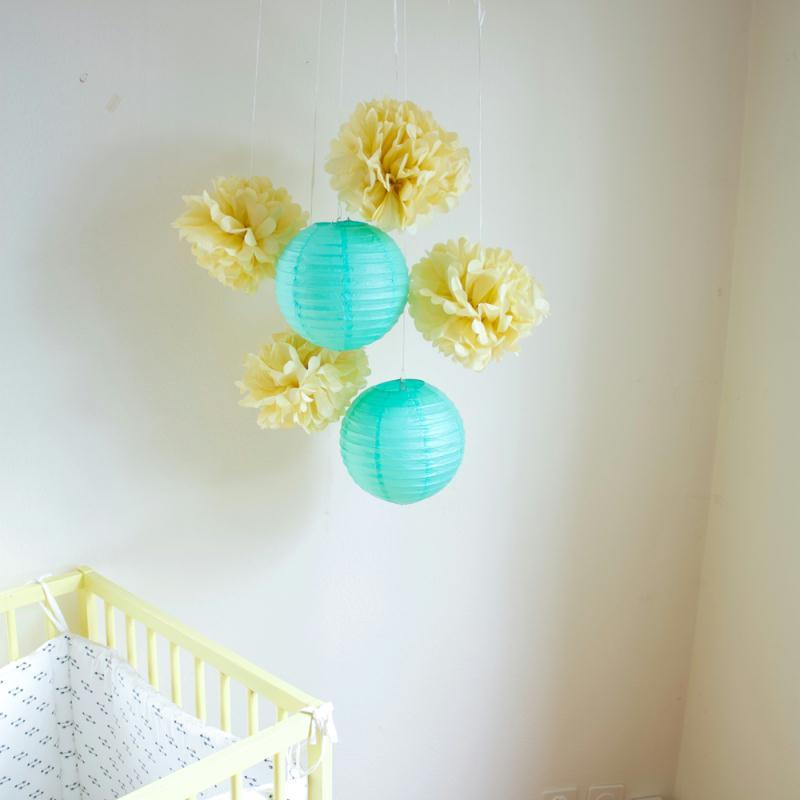 Lot de lanternes et pompons en papier - mint et vanille - 6 pièces - Photo n°2