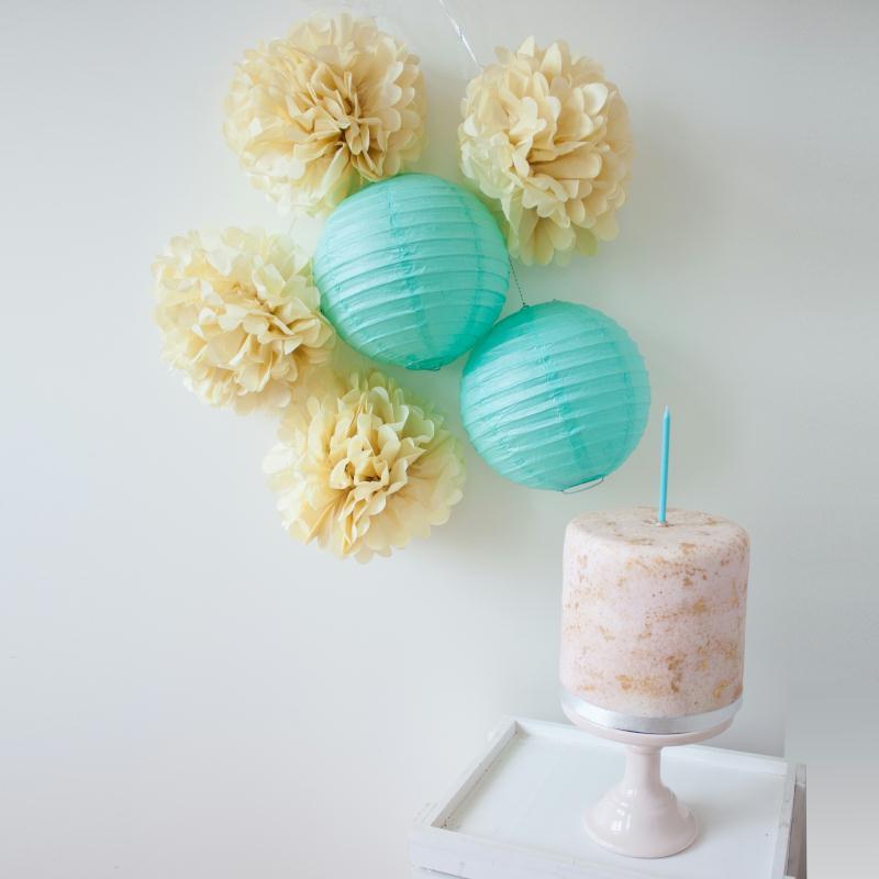 Lot de lanternes et pompons en papier - mint et vanille - 6 pièces - Photo n°1