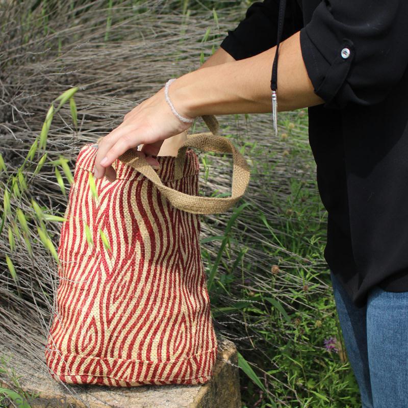 Tote bag en jute naturelle - Cercles et carrés - Rouge foncé - 28 x 33 cm - Photo n°5