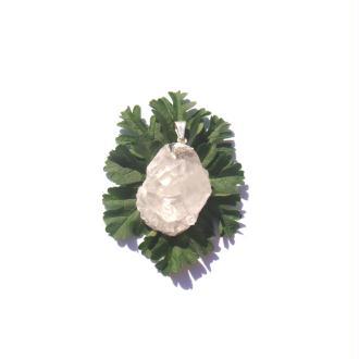 Cristal de Roche brut : Pendentif irrégulier 4,2 CM de hauteur