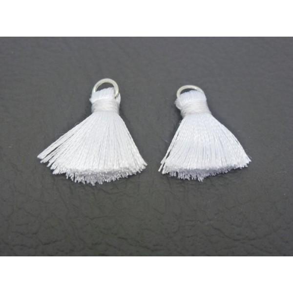 2 Pompons Blancs 22*10Mm Polyester Légèrement Soyeux - Photo n°1