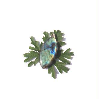 Labradorite : Pendentif fait main 6,2 CM de hauteur x 2,7 CM de largeur max