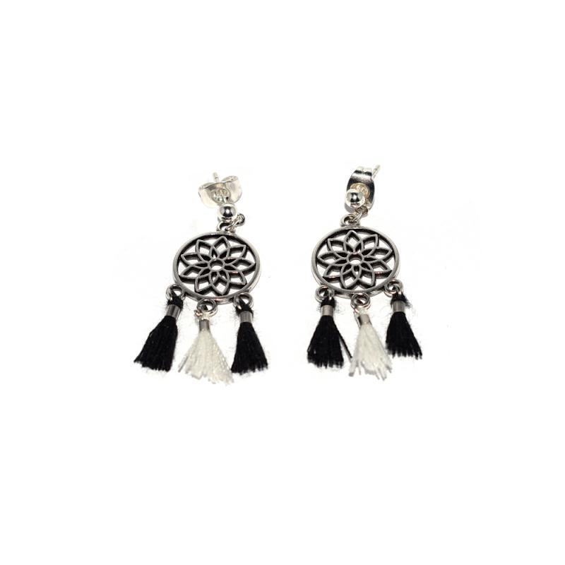 boucles d 39 oreilles attrape r ves et pompon noir et blanc. Black Bedroom Furniture Sets. Home Design Ideas