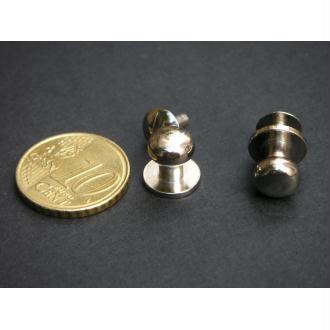Les boutons simples nickel à vis