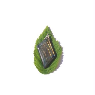 Labradorite : Pendentif fait main 5,2 CM de hauteur x 2,7 CM de largeur max