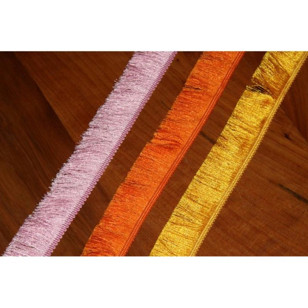 Galon avec de longues franges soyeuses , ruban de largeur totale 3cm - Photo n°3