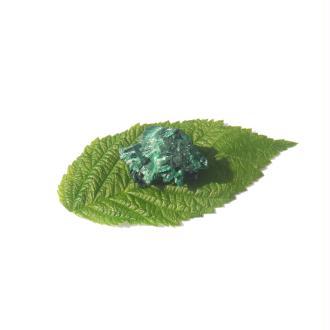 Malachite Fibreuse : Petite pierre brute 3,2 CM x 2 CM x 2,2 CM environ
