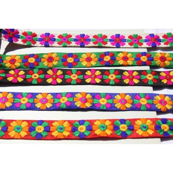 Galon brodé fleuri ou ruban de 3.8 cm de large en 5 couleurs - Photo n°1