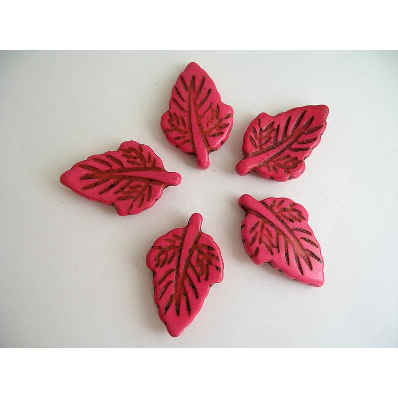3 pendentifs feuille pierre imitation turquoise rose 28x18mm breloques diverses creavea. Black Bedroom Furniture Sets. Home Design Ideas