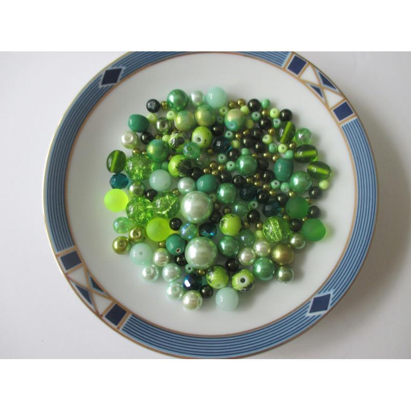 assortiment de 85 gr de perles ton vert pale vert et kaki perles en verre creavea. Black Bedroom Furniture Sets. Home Design Ideas