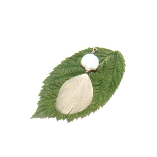 Paon Blanc : Pendentif sur perle stylisée