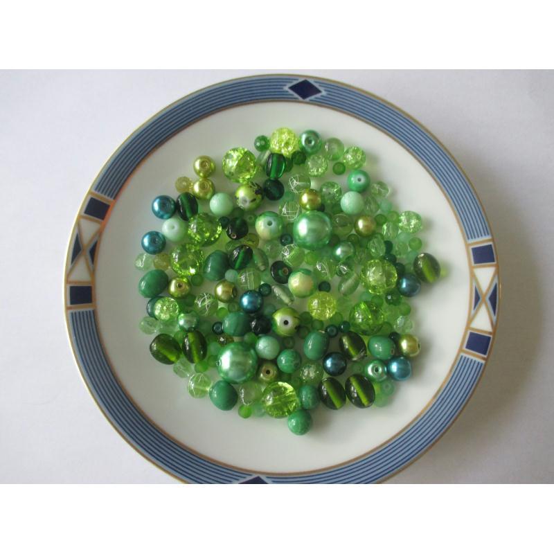 assortiment de 85 gr de perles ton vert clair vert fonc perles en verre creavea. Black Bedroom Furniture Sets. Home Design Ideas