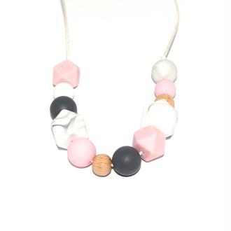 Collier d'allaitement avec perles en bois, silicone gris, rose clair, et marbré