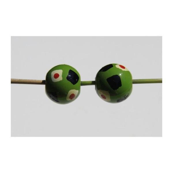 Deux perles rondes en bois vert, décor  peint à la main, 2 cm de diamètre. - Photo n°3