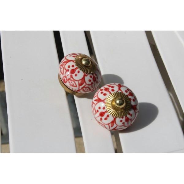 Bouton rond de porte ou tiroir, blanc avec dessins rouges,  de 30 mm de diamètre. - Photo n°1