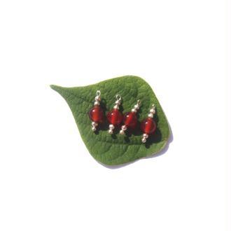 Agate Rouge : 4 MINI breloques 1,6 CM de hauteur x 6 MM de diamètre
