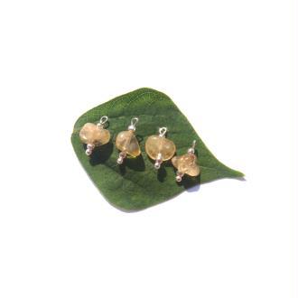 Citrine : 4 MINI breloques chips 1,3 CM de hauteur x 9 MM max (A)