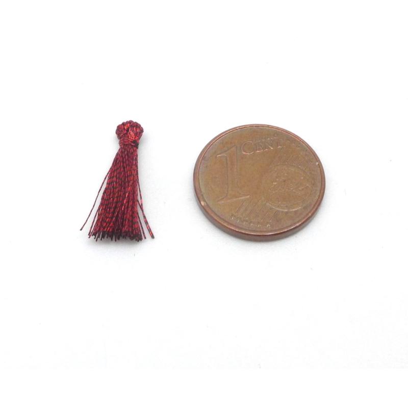 5 mini pompons 1 5cm de couleur rouge fonc marsala brillant en lurex pendentif pompon creavea. Black Bedroom Furniture Sets. Home Design Ideas